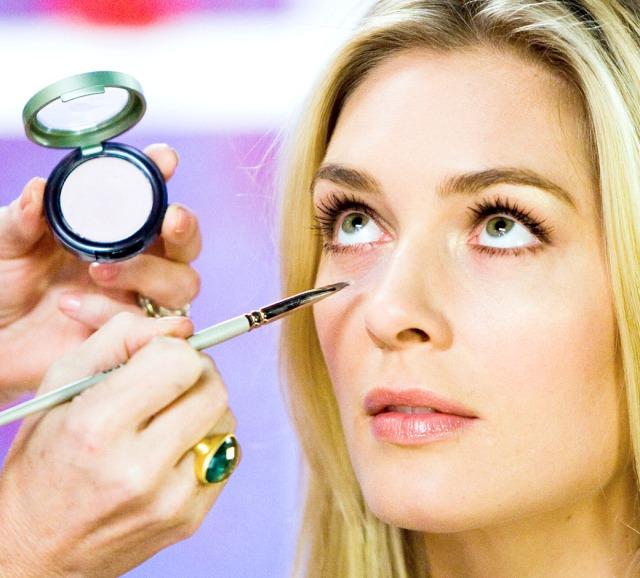 beauty-basics-concealer-undereye-FSrb0518091
